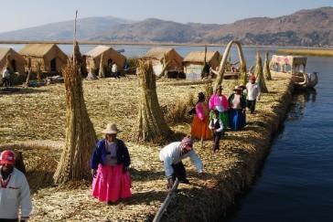 Etnia Uros en el lago Titicaca